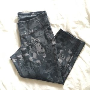 Old Navy Monochromatic Grey Floral Leggings L